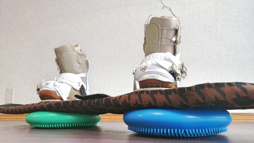 スノーボードオフトレグッズ スノーボードとバランスディスク