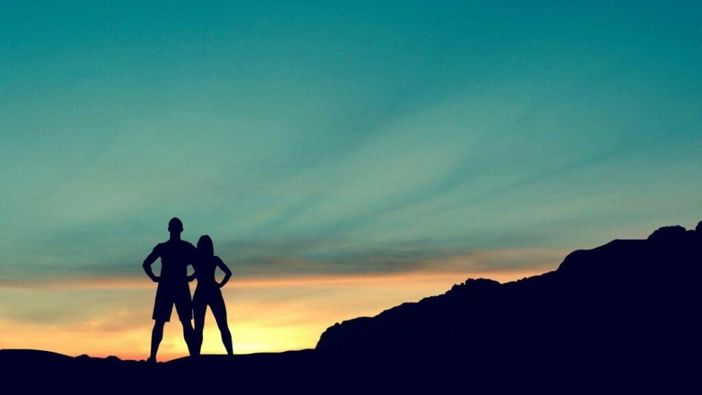 鍛えられた筋肉を持つ男の人と女の人