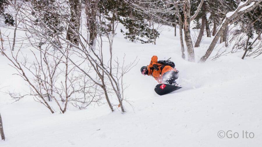 スノーボードパウダーライディングプロスノーボーダー藤沼到