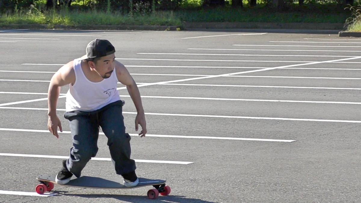 スノーボード・カービングターンのオフトレにロングスケートボードを活用